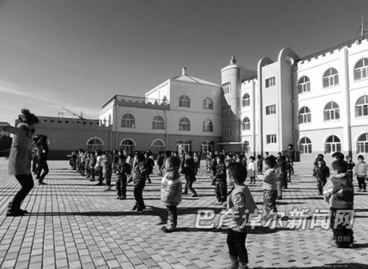 Ганцмодын сургуульд 20 гаруй Монгол хүүхэд сурдаг