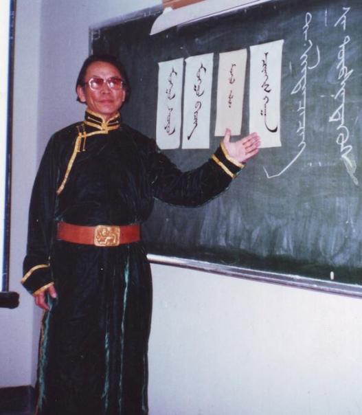 Төр түмэндээ нэрээ мөнхөлсөн гавьяат багш