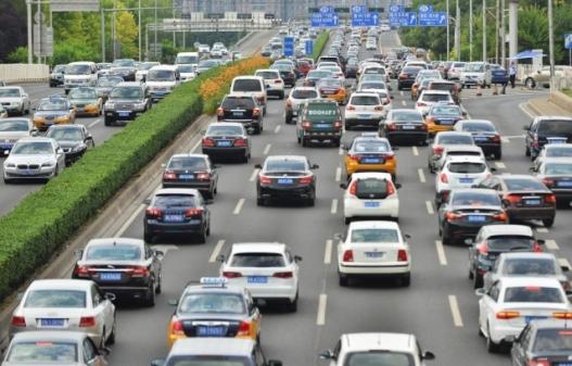 Хятадад жолооны үнэмлэхтэй 350 сая хүн байдаг